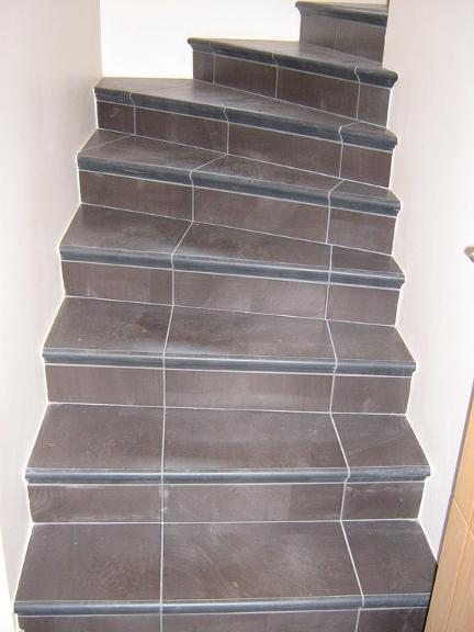 Escaliers en carrelage gris par Shane Candy 44