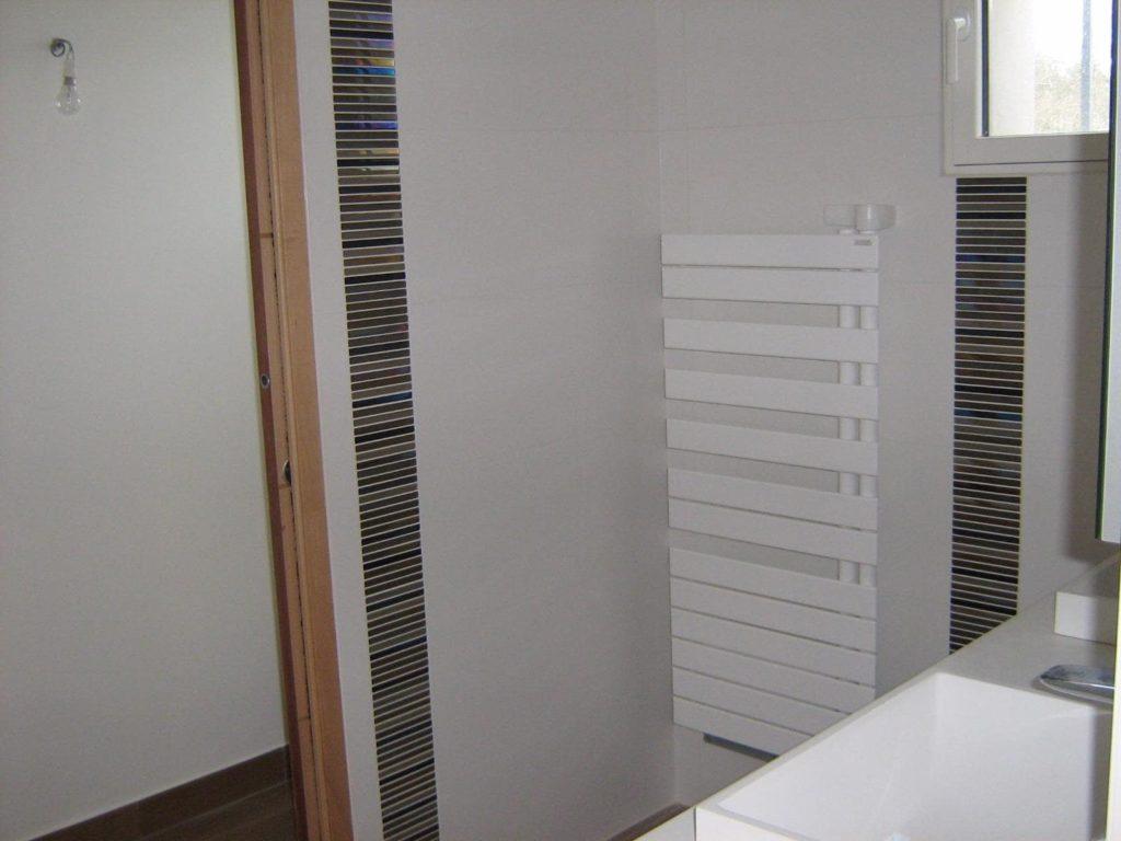 Faïence sur les murs d'une salle de bains par Shane Candy 44